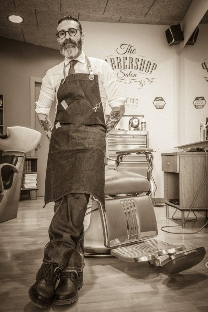 Manel Vallecillos, Barbería Distinto