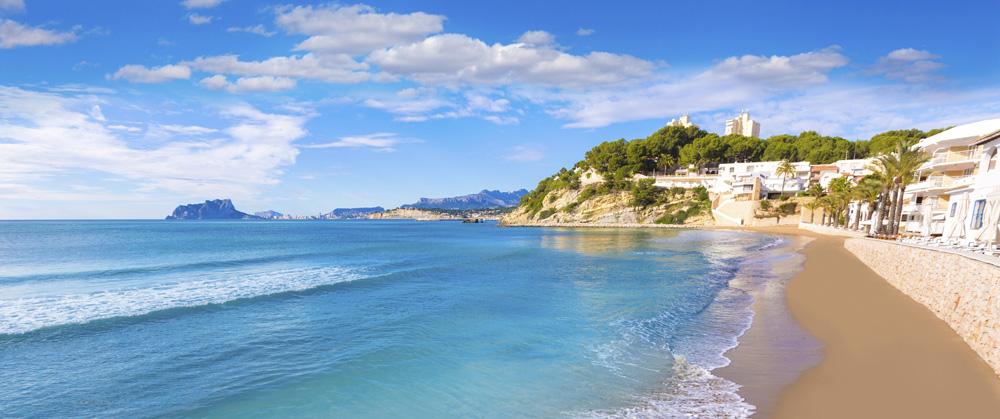 Vista de la playa El Portet en Moraira (Alicante)