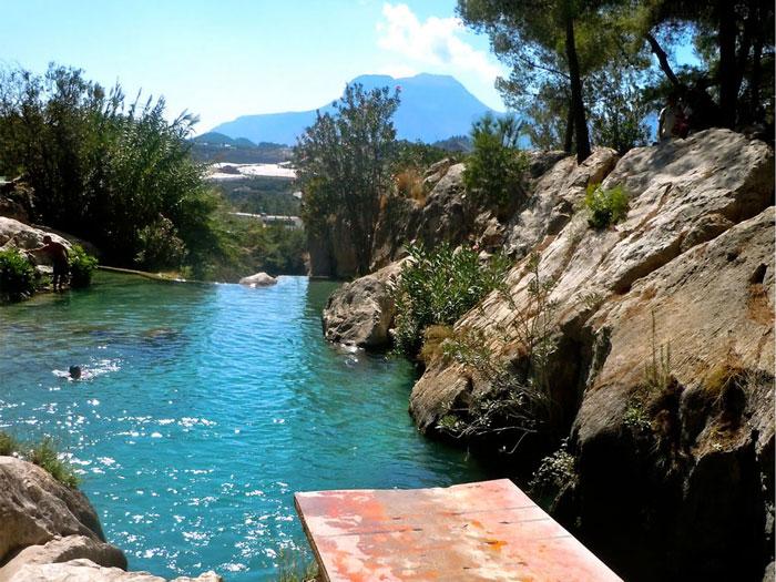 La ruta del agua dulce playas de r o y cascadas para for Navafria piscinas naturales