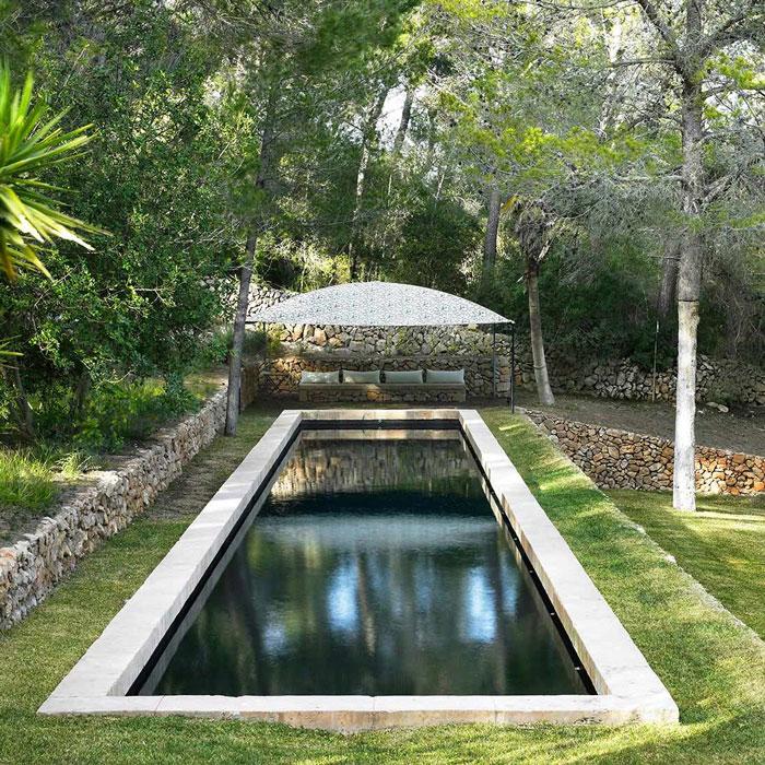 Vista de la piscina del recinto de Iti Yoga en Mallorca
