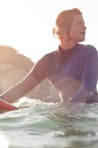 surfera-en-la-zurriola