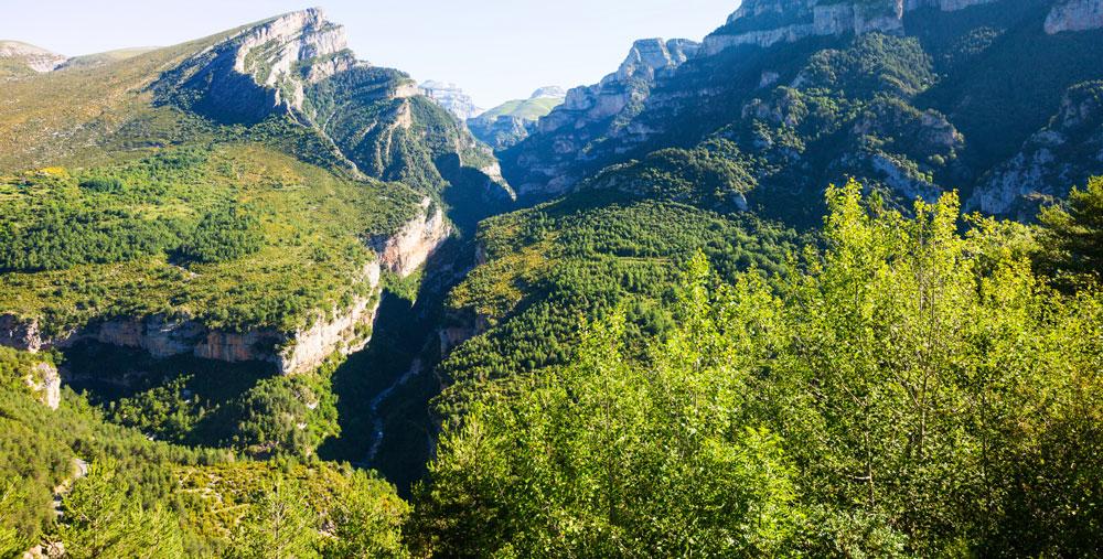 Carretera de Escalona al río Bellós, Huesca (España) / iStock