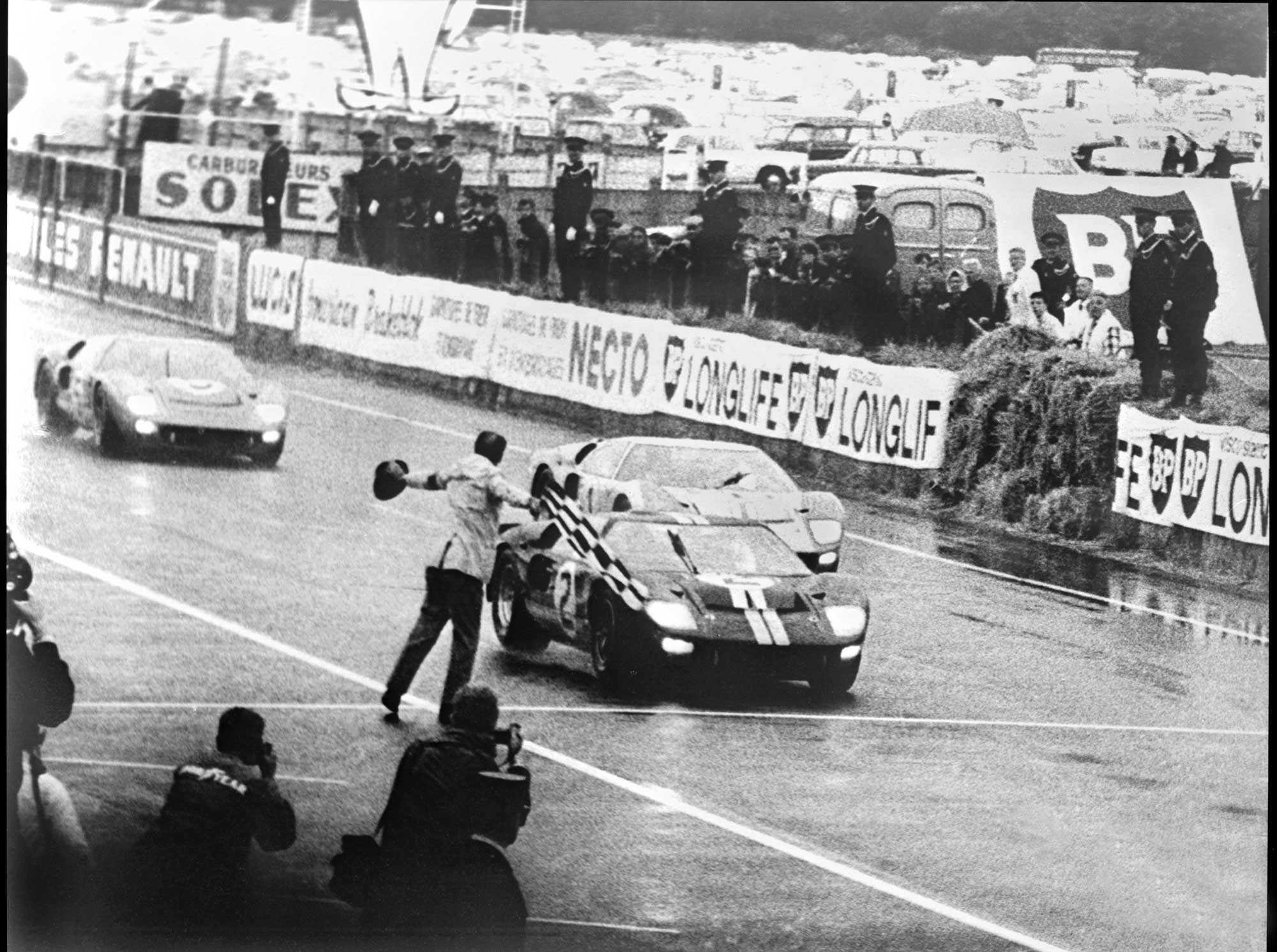 1966-le-mans-finish-2