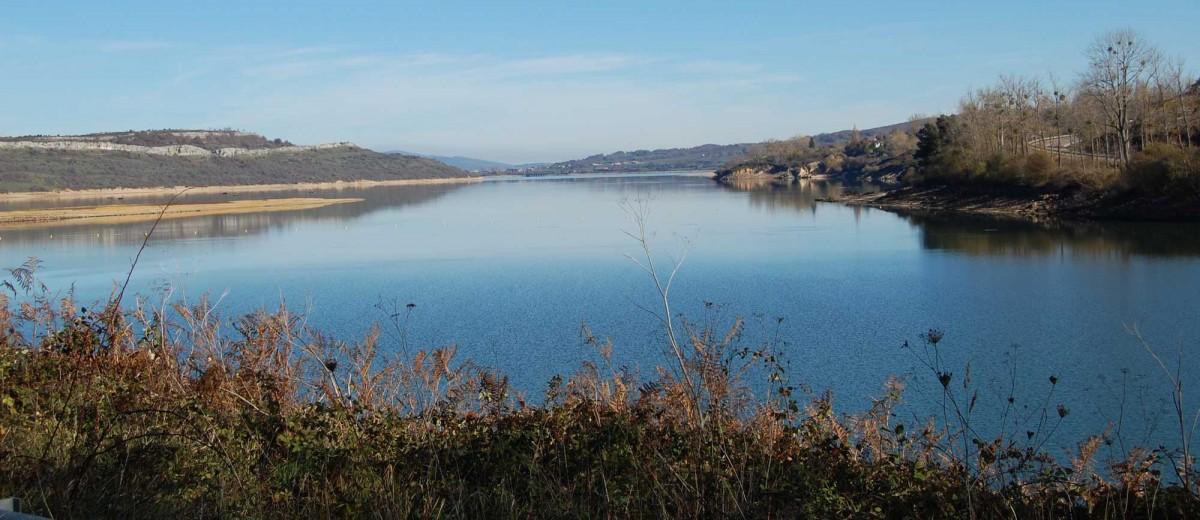 Arroyo frente al Embalse del Ebro (Autor: Bauglir)