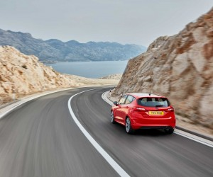 FORD_FIESTA2016_ST-LINE_34_REAR_DRIVING_14