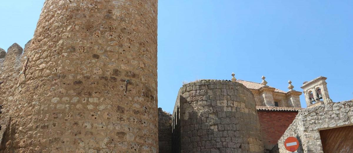 Muralla y Puerta del Azogue. Fotografía de Clemente Corona