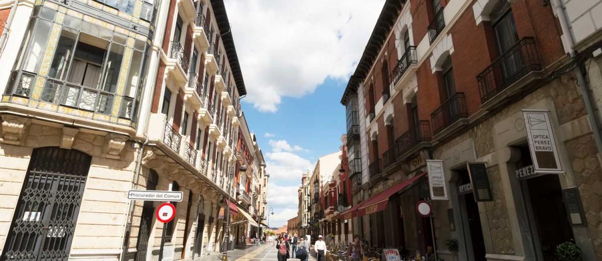 Paseo en el centro de León. @Tanjalagica, istock