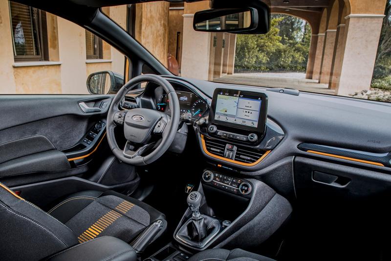 Interior del Ford Fiesta Active en tono Lux Yellow
