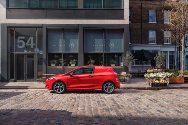 Lateral de Ford Fiesta Van 2018