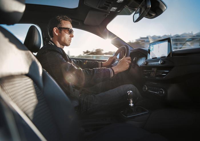 Conductor en el interior del Ford Focus 2018 ST-Line