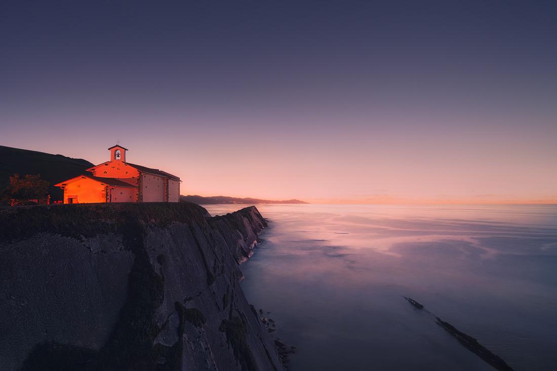 Capilla de San Telmo al atardecer ©Mimadeo, iStock