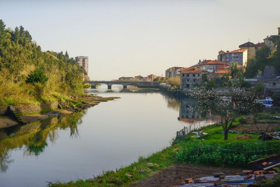 Vista de la localidad de Deba ©charlathan, iStock