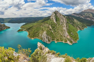 Embalse de Canelles, en el curso del río Noguera ©bbsferrari, iStock