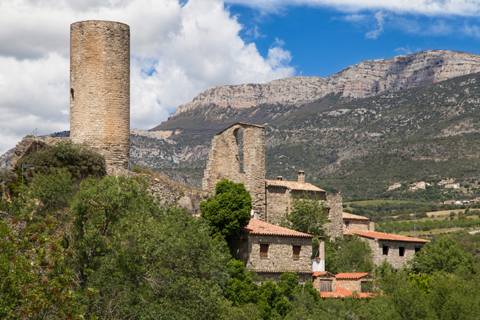 La Baronia de Sant Oïsme. Camarasa, La Noguera, en la Serra del Montsec ©santirf, iStock