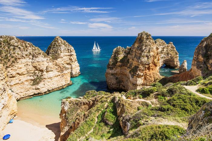 Playa del Algarve en las cercanías de Portimao ©Poike, iStock