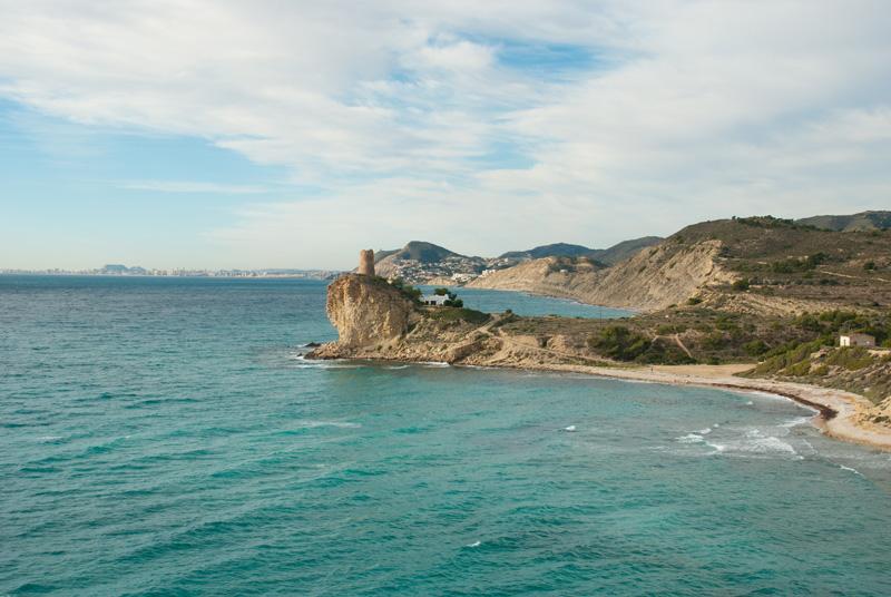 Torreón en la costa de Villajoyosa ©OlafSpeier, iStock